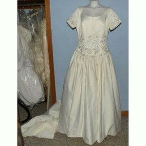 Alfred Angelo wedding dress size 14 cap sleeves